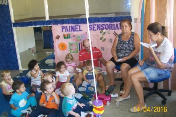 Avós participam de chá de confraternização com seus netos na EMEI Mundo Criança