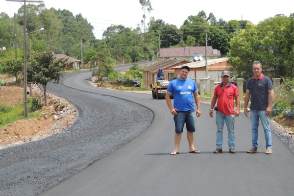 obra-de-asfaltamento-de-acesso-a-encantado-em-fase-de-conclusao-large